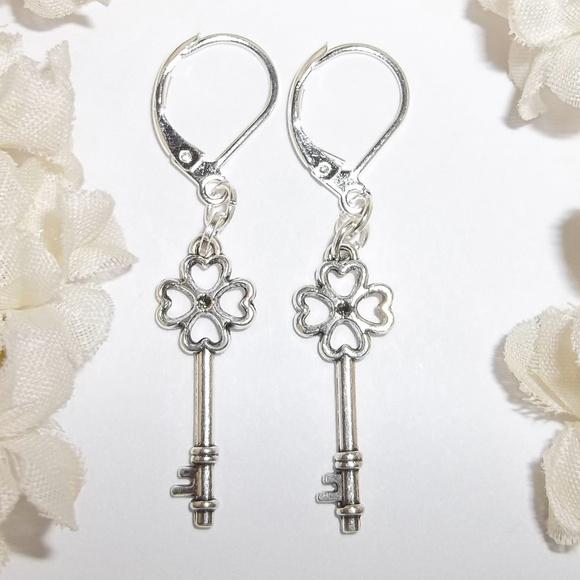 Skeleton Key Earrings,Key Earrings,Clover Key Earrings,Lucky Clover Earrings,Skeleton Key Dangle Earrings